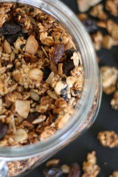 Hemmagjord granola - Portionen Under Tian #undertian Muesli, Granola, Cereal, Oatmeal, Food Porn, Breakfast, Food Portions, The Oatmeal, Morning Coffee
