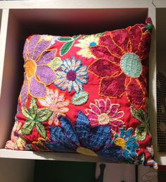 chita no brasil ile ilgili görsel sonucu Cushion Embroidery, Sashiko Embroidery, Embroidery Stitches, Embroidery Patterns, Wool Applique, Embroidery Applique, Floral Embroidery, Costura Diy, Textiles