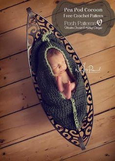 Free crochet pattern for a newborn pea pod cocoon photo prop! #freecrochetpattern