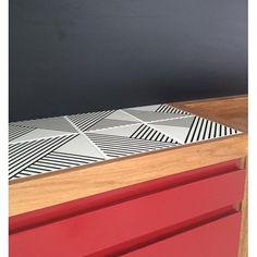 Bancada com azulejos Tarde no projeto da @acfarquitetura ;-] #azulejos #azulejosdecorados #revestimento #arquitetura #reforma #decoração #interiores #decor #casa #sala #design #cerâmica #tiles #ceramictiles #architecture #interiors #homestyle #livingroom #wall #homedecor #lurca #lurcaazulejos #exporevestir2016