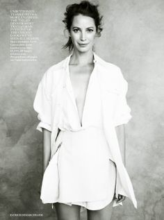 Christy Turlington by Patrick Demarchelier for Vogue UK April 2014 Vogue Uk, Vogue Russia, Fashion Images, Fashion Models, Fashion Beauty, Fashion Show, High Fashion, Fashion Black, Style Fashion