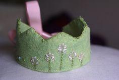 Waldorf Crafts, Waldorf Dolls, Handmade Home, Handmade Gifts, Felt Crown, Crowns, Wool Felt, Wands, Cuff Bracelets