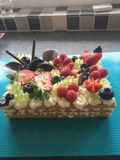 Manželovi som na narodeniny urobila dezert a skoro som ho nestihla ani vyfotiť. HNEĎ SA ZJEDOL – radynadzlato.sk Pavlova, Sweet Desserts, Banquet, Tiramisu, Oreo, Waffles, Cereal, Sweet Treats, Food And Drink