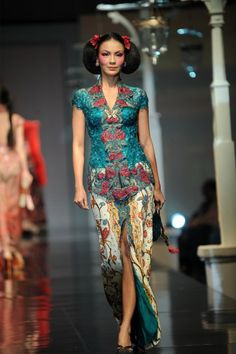 Blue putri Tiong Hoa style by Anne Avantie Kebaya Bali, Indonesian Kebaya, Kebaya Hijab, Batik Kebaya, Kebaya Dress, Batik Dress, I Dress, Kebaya Brokat, Party Dress