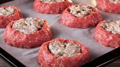 Szaftos hús + friss gomba = felejthetetlen sült! | Ízletes TV Fresco, Carne Picada, Romanian Food, Jamie Oliver, Party Snacks, Beef Recipes, Food Videos, Baked Potato, Food To Make
