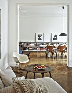 1920's apartment belonging to H&M Home's Head of Design Evelina Kravaev-Söderberg