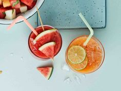 Kesän hurmaavin juoma syntyy melonista. Pidä melonipaloja pakastimessa valmiina hellepäivän varalle. Grapefruit, Punch Bowls, Smoothies, Menu, Baking, Vegetables, Drinks, Recipes, Food