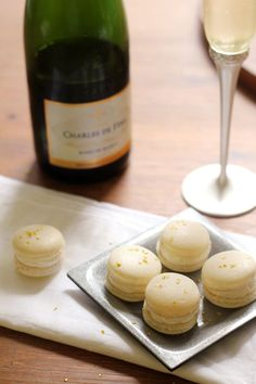 How to make champagne macrons.
