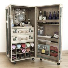 "Cabinet case ""Barkoffer"" Vintage - Home Page Wine Storage, Locker Storage, Wine And Liquor Cabinets, Foodtrucks Ideas, Painted Trunk, Portable Bar, Vintage Trunks, Drinks Cabinet, Steamer Trunk"