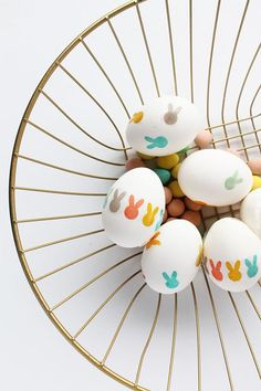 11 Easter Egg Crafts for Easy Spring Decor - Lolly Jane - - Just like bunnies, plastic Easter eggs seem to multiply every year. Check out these 11 Easter egg crafts to make right now for easy spring decor! Funny Easter Eggs, Plastic Easter Eggs, Easter Egg Crafts, Bunny Crafts, Easter Decor, Funny Eggs, Easter Garland, Easter Centerpiece, Easter Wreaths