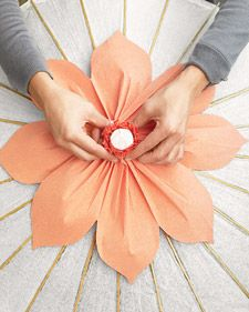 Great picture books There are over 20 flower tutorials here. Scrappy Self-Portrait 15 super fun crafts to do with your kids! Faux Flowers, Diy Flowers, Fabric Flowers, Paper Flowers, Diy Paper, Paper Crafts, Tissue Paper, Crafts To Make, Diy Crafts