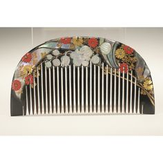Japanese lacquer hair comb, with mother-of-pearl inlays