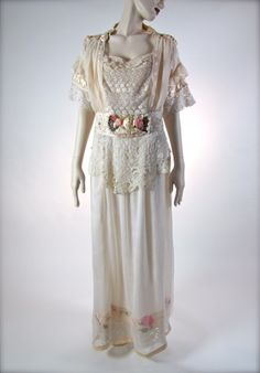 Wedding dress sold at Salon of the Dames, 1910s