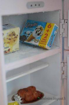 Olen aina haaveillut Smeg jääkaapista, mutta keittiössäni ei vaan ole tarpeeksi tilaa, niinpä päätin toteuttaa unelmani minikoossa. Google...