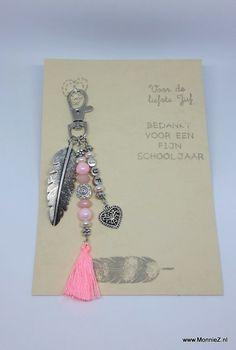 voor de liefste juf sleutelhanger bedankt juf......www.MonnieZ.nl