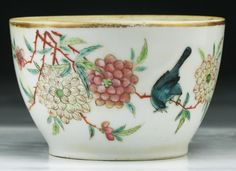 A Chinese Antique Famille Rose Porcelain Cup : Lot 96