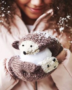 Baby Knitting Patterns Mittens Make these sweet hedgehog mittens as a gift for your daughter or niece this holi. Baby Knitting Patterns, Knitting For Kids, Knitting For Beginners, Free Knitting, Baby Patterns, Knitting Ideas, Sewing Patterns, Beginners Sewing, Knitting Yarn