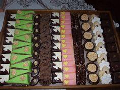 Svadobné zákusky, Inšpirácie na originálne torty Zákusky Sweet Bar, Bite Size Desserts, Party Platters, Homemade Cakes, Holiday Cookies, Confectionery, Christmas Baking, Afternoon Tea, Sushi