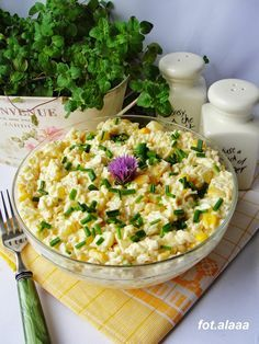 Egg Salad with Rice and Corn Raw Food Recipes, Salad Recipes, Vegetarian Recipes, Cooking Recipes, Healthy Recipes, Salate Warm, Foods With Gluten, Healthy Dishes, Food Inspiration