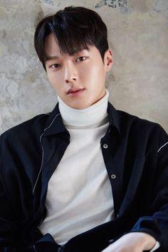 Actor Jang Ki-yong is the next rising star. The 2018 & Korean Hallyu Awards& was held on the and Jang Ki-yong was awarded Rising Star. Korean Male Actors, Handsome Korean Actors, Korean Celebrities, Asian Actors, Handsome Boys, Park Hae Jin, Park Seo Joon, Hot Korean Guys, Korean Men