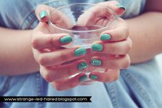 #1556 Mint Cream & #41586 Dream Maker http://eyeslipsface.nl/product-beauty/set-van-3-nagellakjes--beperke-editie