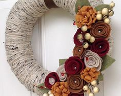 ON SALE Yellow Felt Rosette Wreath.Premium por EmbellishedLiving