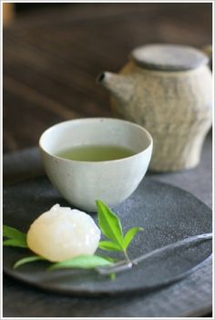 Maybe serve tea at the reception in place of tea ceremony? Japanese Sweets, Japanese Food, Asian Tea, Tea Culture, Japanese Tea Ceremony, Matcha Green Tea, Green Teas, Tea Art, Food Places