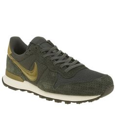 Nike Dark Green Internationalist Womens Trainers Who said trainers were for the gym? The Nike Internationalist arrives to take your sports/casual wear up a notch. The slick suede profile features mesh panels for more breathable wear. Iconic Swoosh b http://www.MightGet.com/january-2017-13/nike-dark-green-internationalist-womens-trainers.asp