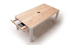 stół drewniany z szufladką