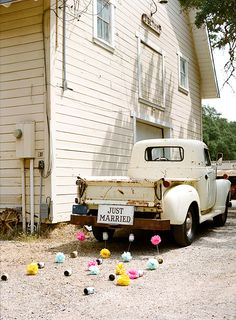 sweet. vintage truck. Perfect Country wedding truck! #countrywedding #trucks For more Cute n' Country visit: www.cutencountry.com and www.facebook.com/cuteandcountry