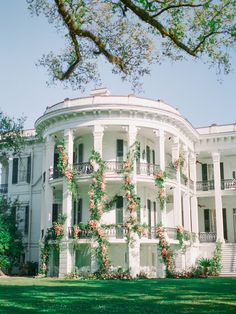 Louisiana Mansion Style Wedding Inspiration in Coral Tones Louisiana Mansion Decorated with Flowers Abandoned Mansion For Sale, Abandoned Mansions, Abandoned Houses, Mansion Wedding Decor, Wedding Venues, Beautiful Homes, Beautiful Places, Mansion Interior, Mansions For Sale