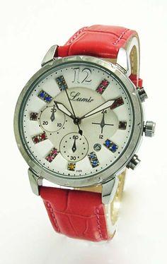 Oživte svoj outfit vďaka novým hodinkám s takýmto krásnym červeným koženým  remienkom.  lumir   bd5c872eee9