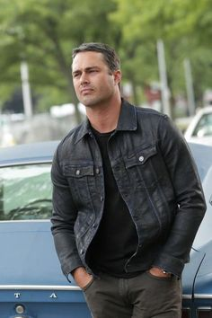 """Taylor Kinney  —Chicago Fire  """"Wow Me"""" Episode 3X02"""