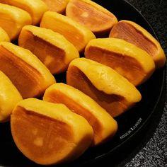 Resep kue pukis enak Instagram/@numpangsaveresep.id @berbururesep Cake Recipes, Snack Recipes, Dessert Recipes, Cooking Recipes, Snacks, Indonesian Desserts, Indonesian Food, Crepes And Waffles, Pancakes