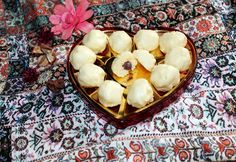 Fehér kókuszpraliné csokoládéval töltve