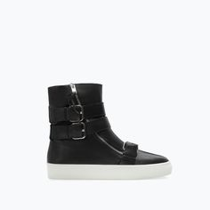 Image 1 of SOFT LEATHER ZIPPED BOOTIE from Zara