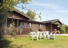 Nestling in 14 acres of privately owned paddocks and woodland, within a small holding in the heart of Wiltshire, each lodge enjoys outstanding views of the stunning Roundaway Hills with adjacent access to our private woodland.    http://www.holidaylodges-uk.com/lodge-park/Wayside-Lodges-2958.html