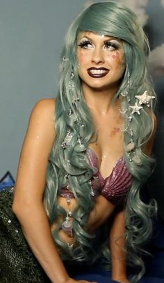 ideas that will go great with a spray tan. Mermaid Halloween Costume Look - Love the extra long wig!Mermaid Halloween Costume Look - Love the extra long wig! Mermaid Halloween Costumes, Cute Costumes, Cosplay Costumes, Teen Costumes, Woman Costumes, Pirate Costumes, Group Costumes, Costume Ideas, Amazing Costumes