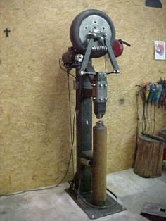 8 Homemade Power Hammer For Forging Power Hammer Plans, Blacksmith Power Hammer, Forging Hammer, Forging Tools, Blacksmithing Knives, Blacksmith Forge, Metal Working Tools, Metal Tools, Metal Welding