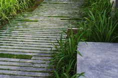 department of architecture / sala phuket Lines, grasses, broken pavement… Small Garden Landscape, Modern Landscape Design, Landscape Architecture Design, Landscape Edging, Modern Landscaping, Backyard Landscaping, Garden Paving, Garden Paths, Pavement Design