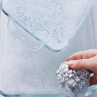 Aluminum foil as glassware scrubber: To get baked-on food off a glass pan or an oven rack, use dishwashing liquid and a ball of foil in place of a steel-wool soap pad. Plus more tips from Real Simple Household Cleaning Tips, Cleaning Recipes, Cleaning Hacks, Household Cleaners, Cleaning Supplies, Diy Cleaners, Cleaners Homemade, Glass Pan, Do It Yourself Baby