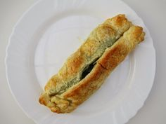 homemade puff pastries filled with spinach, potatoes and curry - all vegan! <3  find more pics and a recipe by clicking here:  http://www.strangeness-and-charms.com/2014/11/vegan-love-homemade-puff-pastries.html