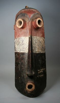 Mask (Pumbu) Democratic Republic of the Congo Culture: Pende peoples Medium: Wood, pigments Dimensions: H. Portrait Sculpture, Art Sculpture, Afrique Art, African Sculptures, Art Premier, Beautiful Mask, Masks Art, Totems, African Masks