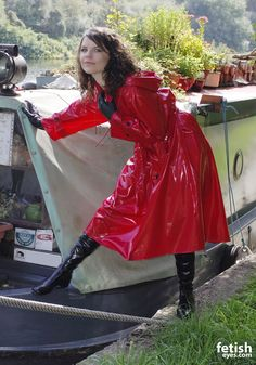 Red Raincoat, Vinyl Raincoat, Raincoat Jacket, Plastic Raincoat, Rain Fashion, 70s Fashion, Leather Gloves, Leather Jacket, Latex