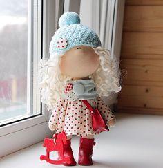 ПРОДАЕТСЯ. #сделайсам#новыйгод#своимируками#авторскаякукла#тильда#обувьдлякукол #ткань#интерьер#декабрь#текстильнаякукла#скрапбукинг#подарок#ребенок#выставка#красный