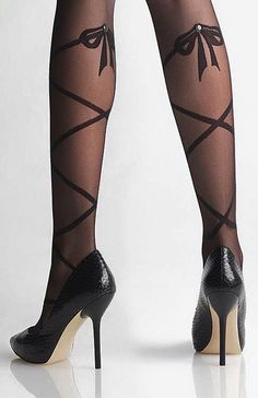 Bow ballerina tights--These are soooo nice and pretty. Stockings Legs, Stockings Lingerie, Nylon Stockings, Bas Sexy, Thigh High Socks, Fashion Tights, Stocking Tights, Lovely Legs, Pantyhose Legs