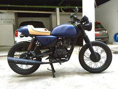 My first project. Brat style from a Bajaj Boxer Salander Custom Shop cafe racer design Custom Motorcycles, Custom Bikes, Moto Cafe, Retro Motorcycle, Boxer, Cafe Racers, Projects, Passion, Shop