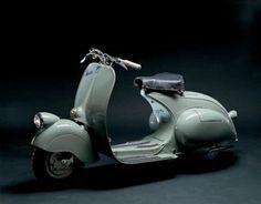 Lịch sử các dòng xe Vespa cổ Vespa là của luôn là biểu tượng của sự thanh lịch và thời trang trên toàn thế giới. Dòng xe này là sản phẩm hãng Piaggio - Ý ra đời cách đây 62 năm và ngày nay nó vẫn tiếp tục được sản xuất cũng như cải tiến để phù hợp với thị hiếu người tiêu dùng. Sau đây là lịch sử 5 dòng xe cổ nhất của Vespa