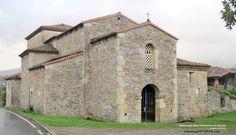 Iglesia prerrománica de San Juan Evangelista en Santianes (Pravia). Erigida por el rey Silo (año 780) para templo, monasterio y panteón real.