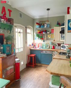Vintage Kitchen Love the painted dishwasher! …that with small additions over time has become a colorful expression of the family's personality. Life Kitchen, Boho Kitchen, Rustic Kitchen, Vintage Kitchen, New Kitchen, Kitchen Paint, Whimsical Kitchen, Colorful Kitchen Decor, Happy Kitchen
